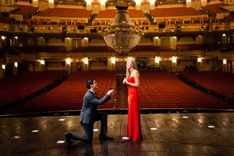 Tiyatroda Evlilik Teklifi